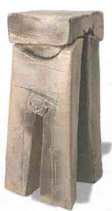 Гигантская скульптура из грубой керамики из серии «Двери», автор Мадола