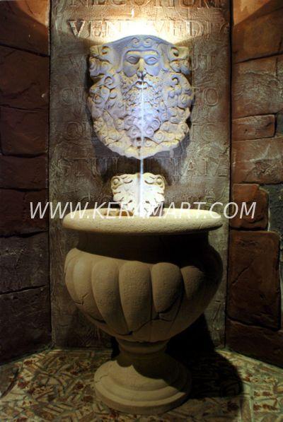 Декоративный пристенный фонтан в древнегреческом стиле, источник крепитcя к стене