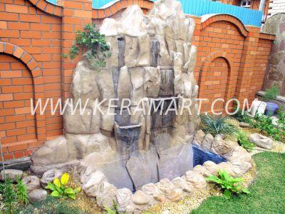 Декоративный водопад на приусадебном участке, изготовленный по индивидуальному заказу