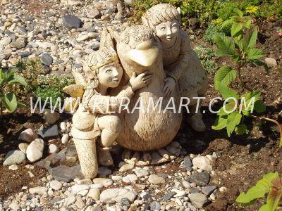 Скульптура для сада - голубь и эльфы. Керамика.