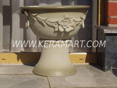 Чаши (Вазоны) из керамики на ножке со скульптурным орнаментом, изготовлены на гончарном круге.