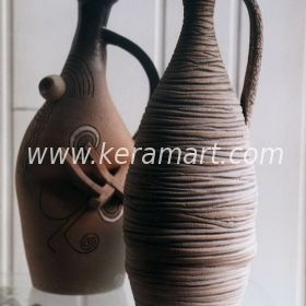 Декоративные вазочки с тонкими ручками, росписью и налепом
