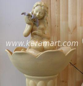 напольный фонтан со скульптурой эльфа
