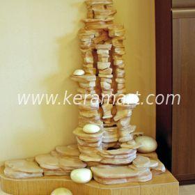 Декоративный фонтан - водопад для оформления интерьера, склалы камни.