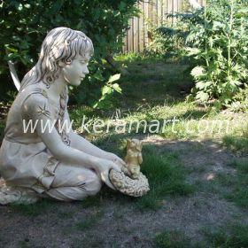 Садовая скульптура - Девушка