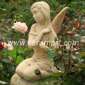 Небольшая скульптура сидящей девочки - эльфа